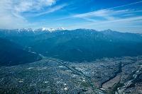 赤石山脈の山並み(白根三山=北岳,間ノ岳,農鳥岳)と駒ケ岳と扇状...