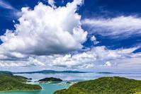 沖縄県 大宜味村 入道雲と海