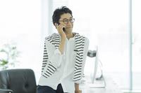 カジュアルな日本人ビジネスマン
