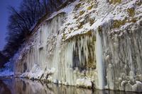 長野県 白川の氷柱群のライトアップ
