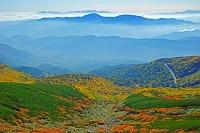 長野県 乗鞍岳の紅葉と山並み