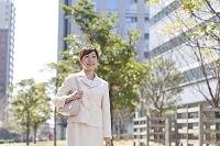 歩く日本人女性