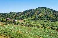 石川県 南竜道より南竜山荘と南竜ヶ馬場野営場を望む