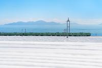 滋賀県 大雪の湖西線と琵琶湖