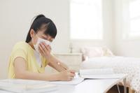 勉強中に体調が悪くなる女の子