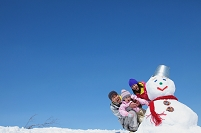 家族と雪だるま