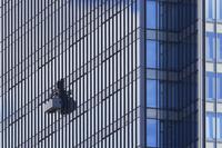 兵庫県 高層ビル窓掃除のゴンドラ