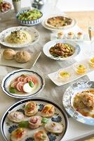 テーブルの上に並ぶパーティー料理