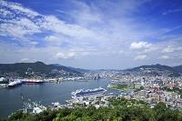 長崎県 長崎湾と街並み 豪華客船サファイアプリンセス