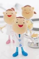 聴診器と医者と看護師のクラフト