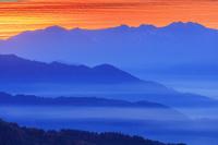 岐阜県 安峰山より雲海と乗鞍岳朝焼け