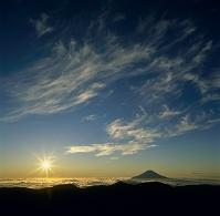 聖岳 朝日と富士山