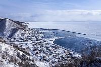 北海道 雪に覆われた羅臼町