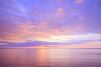 北海道 知床 夕日とオホーツク海