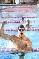 競泳選手のガッツポーズ