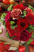 赤いバラにガーベラとカーネーションのブーケ