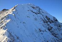 山梨県 北岳登山道八本歯の頭から望む雪の北岳バットレス
