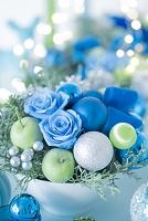 ブルーとグリーンのクリスマスアレンジメント