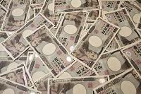 重ねた1万円札