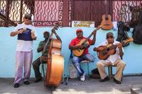 キューバ サンティアゴ・デ・クーバ Aguilera通りのミュージシ...