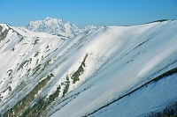 長野県 爺ケ岳の稜線と剣岳遠望