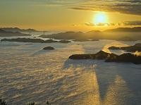 広島県 海霧の瀬戸内海多島美と朝日