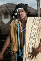 民族衣装の外国人男性