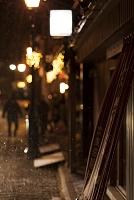 長暖簾のある路地 冬 夜