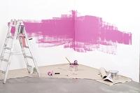 壁をピンク色に塗替える工事