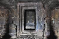 インド エローラ石窟群 第12窟 ティーン・タル窟 内部(1階...