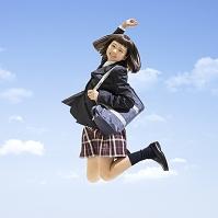 ジャンプする女子中学生