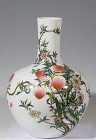 中国 清朝 桃柄の磁器花瓶