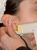 ピアスの穴を開ける耳