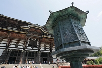 奈良県 東大寺 大仏殿 八角燈籠