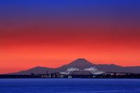 千葉県 ゲートブリッジと富士山の夜景