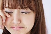 悲しい表情の日本人女性