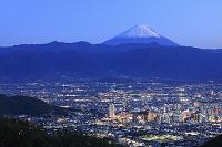 山梨県 甲府市 八王子山 富士山と甲府盆地の夜景