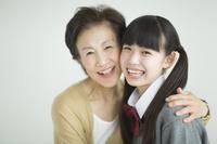 日本人のおばあさんと孫