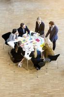 ミーティングするビジネスグループ