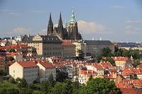 チェコ プラハ マラー・ストラナ側の家並みとプラハ城
