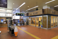 山梨県 富士急行富士山駅の改札と待合室