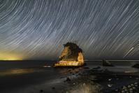 千葉県 夫婦岩と星の光跡
