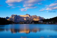 イタリア ミズリーナ湖の夜明け ドロミテ