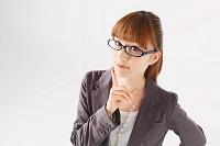 眼鏡をかけたビジネスウーマン