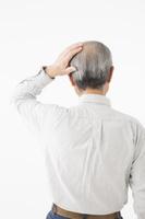 頭髪が気になるシニアの日本人男性