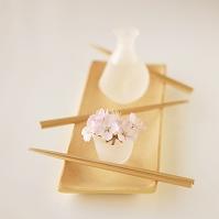 桜を添えた日本酒