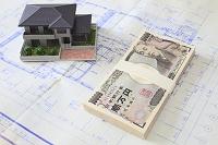 家の模型と設計図と百万円