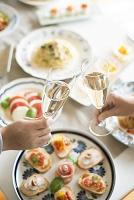 パーティー料理と乾杯