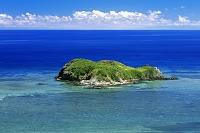 沖縄県 平久保崎よりエメラルドグリーンの海と大地離島 石垣島