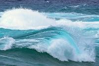 沖縄県 青い荒波